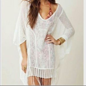 NWOT. Dancing with flowers top. M/L